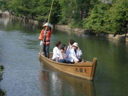 Circuit Japon au sommet Kurashiki barque en balade sur la riviere
