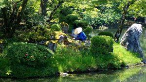 sejour-voyage-circuit-japon-kanazawa-jardin-kenrokuen-jardinier