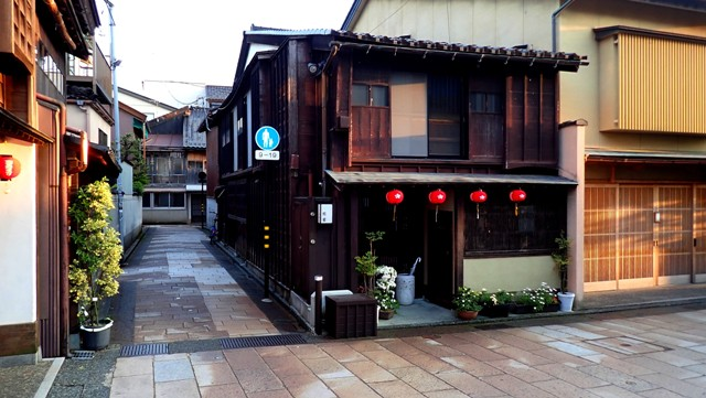 sejour-voyage-circuit-japon-kanazawa-rue-quartier-traditionnel-maison