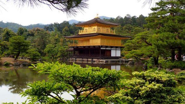 sejour-voyage-circuit-japon-kyoto-kinkaku-ji-temple-doré-nature